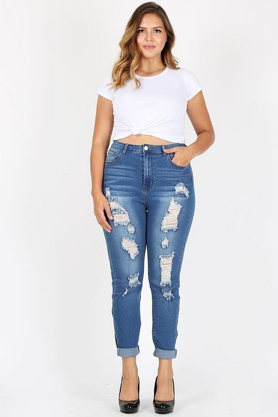 plus size distressed jeans outfit